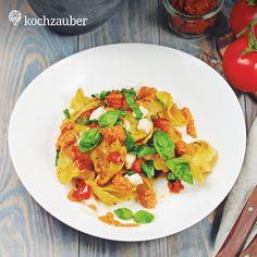 """Tortelloni """"Caprese"""" mit Tomaten, Mozzarella, Basilikum und homemade Pesto Rosso aus der Original & Kleine Helden Kochbox"""