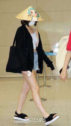 """트위터의 모모랜드 MOMOLAND 님: """"180901 MOMOLAND @ Incheon Airport #모모랜드 #MOMOLAND… """""""