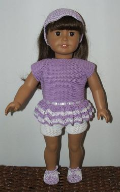 Christmas is just around the corner and I've been trying to inspire y'all to make something for the doll-lover in your life.  Here's a FREE Crochet pattern for shorts and a top for 18-inch dolls, and it is just adorable!