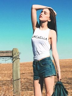 Model Summer Morgan paired her #501Shorts with a graphic tank and Levi's Trucker Jacket last weekend in Indio for a classic, simple look.