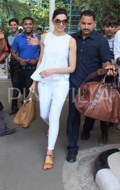 Deepika Padukone was snapped at the Mumbai airport as she touched base. Deepika was wearing a summer appropriate white ensemble and looked stunning a. Stylish Jeans Top, Casual Jeans, Western Outfits, Western Wear, Western Tops, Bollywood Fashion, Bollywood Actress, Cool Outfits, Casual Outfits