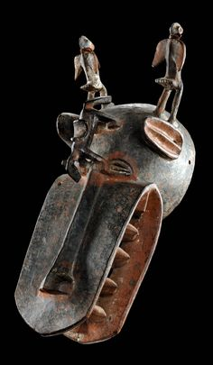 'Korobla' helmet mask from the Senufo people of the Ivory Coast African Masks, African Art, African Sculptures, Art Premier, African Tribes, Animal Masks, Masks Art, Historical Art, Indigenous Art
