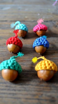 ingthings: Funny little hats (not a serious post at all) for acorns KY you must make these!!