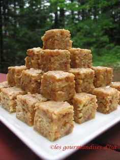 carrés biscuits ritz et caramel Xmas Food, Christmas Desserts, Easy Desserts, Dessert Recipes, Caramel Biscuits, Canadian Cuisine, Cracker Toffee, Desserts With Biscuits, Baking Recipes