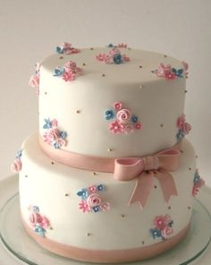 This would be a nice baby shower cake for a girl! Cute Cakes, Pretty Cakes, Gorgeous Cakes, Amazing Cakes, Baby Cakes, Cupcake Cakes, Bolo Fondant, Simple Fondant Cake, Super Torte