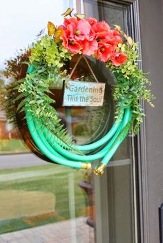 Usually you would think a garden hose wreath would be displayed mainly in the Spring but where I live in Alabama, I have to get out...
