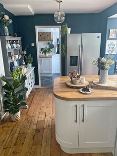 Eclectic Kitchen, Eclectic Living Room, Home Decor Kitchen, New Kitchen, Home Kitchens, Kitchen Design, American Fridge Freezers, Dining Room Inspiration, Kitchen Remodel