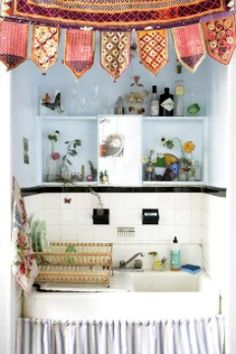 love tiny kitchens--wouldn't want to cook in them, but they are cute