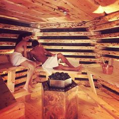 it — Siete tutti pronti per il fra. Saunas, Diy Sauna, Outdoor Sauna, Outdoor Baths, Steam Room Shower, Massage Therapy Rooms, Popsicle Stick Houses, Sauna Design, Bathroom Organization