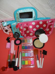 14pc Pretend Play Makeup Deluxe Set 100 Mess Free by PretendLife, $26.00    Best thing for little girls!
