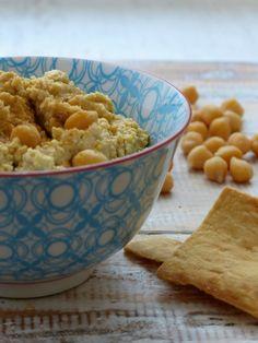 Of je het nou humus, hoemoes of hummus noemt. Zelfgemaakt is 'ie het allerlekkerst!