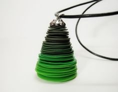 loving the stacked effect - great contemporary xmas tree project, pendant or earings