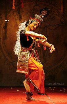 manipuri performance (Northeast India) by tanushree das Manipuri Dance, Folk Dance, Dance Poses, Just Dance, Dancing, Isadora Duncan, Dance Paintings, Indian Paintings, Bollywood