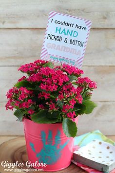 20 Mother's Day Crafts from Little Ones. Find a round-up of 20 Mother's Day crafts perfect for Mom or Grandma. All hand-made gifts from children. Grandmas Mothers Day Gifts, Homemade Mothers Day Gifts, Diy Gifts For Mom, Mothers Day Crafts For Kids, Mother Day Gifts, Diy Mother's Day Gift For Grandma, Mothers Day Ideas, Grandma Crafts, Presents For Grandma