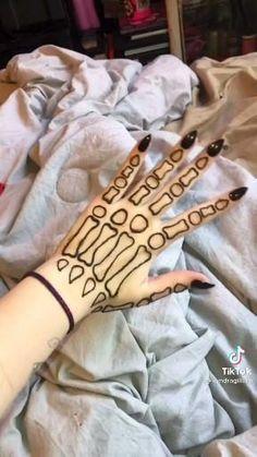 Skeleton Hand Tattoo, Henna Tattoo Hand, Hand Tats, Skeleton Hands, Cute Henna Designs, Henna Tattoo Designs Simple, Tattoo Designs And Meanings, Cute Tattoos, Body Art Tattoos