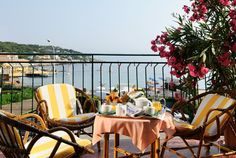 Petit Déjeuner in Superior Room... and the Mediterranean Sea. ;-)  http://www.hotel-levant-antibes.com/