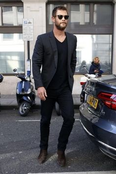 11 Cool Jeans & Blazer Outfit Ideas For Men - Mens Fashion Blazer - # Black Blazer With Jeans, Black Jeans Men, Jeans For Men, Mens Black Shirt, Suit Jacket And Jeans, Black Shorts, Black On Black Suit, Black Men, Black Chinos