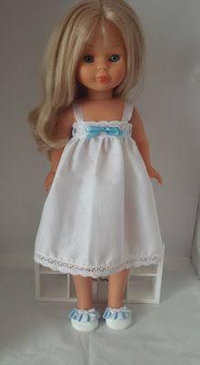 LODELLA NANCY: Camison  y zapatillas con detalles azules con zapa... Doll Dress Patterns, Clothing Patterns, Girl Doll Clothes, Girl Dolls, Vestidos Nancy, American Girl, Nancy Doll, Wellie Wishers, Legging