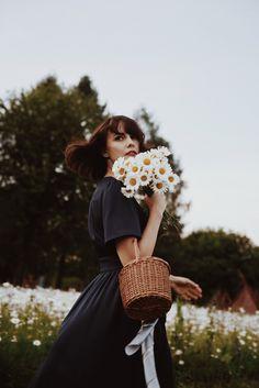 wdziecznosc Summer Photos, Girl Model, Summer Ideas, Satchels, Florals, Daisy, Photo Ideas, Hipster, Paisajes