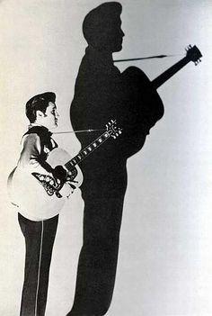 Elvis iNDERDAAD VAN EEN KLEINE MAN, NAAR DE HELE GROTE ''MAN'', DIE HIJ OOIT WAS....lbxxx.