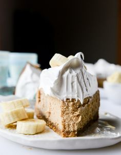 peanut butter cheesecake with whipped marshmallow and bananas