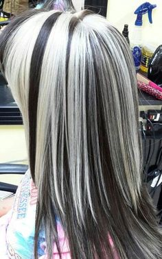White Hair Highlights, Platinum Highlights, Hair Color Streaks, Platinum Blonde Hair, Grey Hair With Black Streaks, Collar Bone Hair, Silver White Hair, Creative Hair Color, Goth Hair