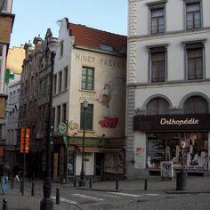 Minet Frères Livres Anciens (Place St Jean -Bruxelles -Belgique) a été restaurée par l'actuel propriétaire qui a voulu sauvez quelques trace du passé