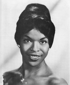 Decades Before Oprah, Della Reese was the First Black Woman to Host a Talk Show - Black women Della Reese, Vintage Black Glamour, Black History Facts, African American Women, African Americans, Native American, My Black Is Beautiful, Beautiful Gowns, Beautiful Women