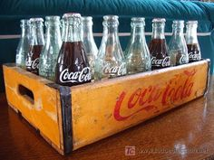 El viejo almacen argentino: Cajon de gaseosas Coca Cola.