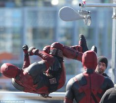 Ryan Reynolds watches stunt double on set after hit-and-run accident Deadpool Costume, Stunt Doubles, Ryan Reynolds, On Set, Marvel Universe, Dead Pool, Captain America, Behind The Scenes, Cosplay