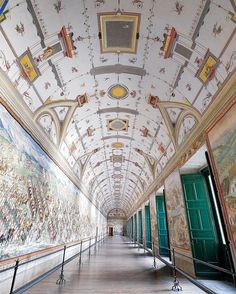 Bright perspectives for difficult times - The Battles Gallery in the Palace of the Royal Monastery of Escorial. Projected by Juan Herrera he considered this big space as a private gallery for the King (this fact reminds me to a similar use in the François Ier Gallery in Fontainebleau). The fresco was made bu Niccolò Granello Fabrizio Castello Lazzaro Tavarone and Orazio Camiaso and depicts some of the wars against the Islamic and French armies. The whole gallery mesures 55 meters long 6… French Army, Source Of Inspiration, Fresco, Palace, Louvre, Fair Grounds, Fine Art, Gallery, Building