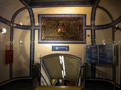 Estación de Tirso de Molina - Metro de Madrid 1919- Antonio Palacios Ramilo Metro Subway, Las Mercedes, Spanish Architecture, Villa, History, Country, Plaza, Metro Station, Nun