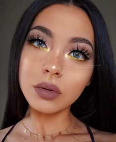 Dark or colorful makeup? - Stunning @maryliascott wearing natural quartzo contact lens ✨ #solotica_melbourne