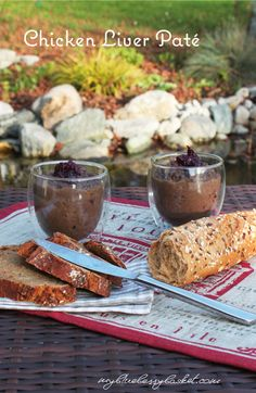 Delicious and typical Austrian chicken liver pate with cranberries and Port. Chicken Liver Pate, Chicken Livers, Sherry Wine, Breaded Chicken, Cranberry Sauce, Starters, A Food, Food Processor Recipes
