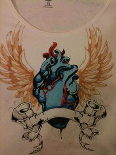 T Shirt Disegnata a Mano / Cuore Alato / Tattoo Style / Disegno originale preso da Internet