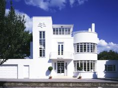 The White House, Facade at Downage, London NW4 Uk (1936), Art Deco, Architect: Charles Evelyn Simmons - Grade II Listed building (restored)