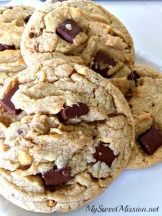 Chocolate Chunk Peanut Butter Cookies are seriously the BEST thick and chewy peanut butter cookies, with lots of rich and creamy semi-sweet chocolate chunks!
