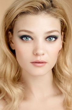 Lovely fresh makeup that really make the eyes pop
