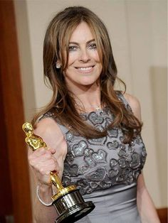 """Kathryn Bigelow is an American film director, film producer, screenwriter and television director. She became the first woman to win the best director Oscar for """"The Hurt Locker"""" in Academy Award Winners, Oscar Winners, Academy Awards, Best Director, Film Director, Sophisticated Outfits, Classy Outfits, Ex Videos, Hurt Locker"""