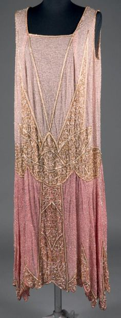 molyneux attribu robe perle vers 1926 mousse line de soie bi colore rose tendre et rose bonbon constelle de perles tube argent