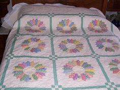 Dresden Plate Quilts | dresden plate quilt; so pretty with the 30's prints.