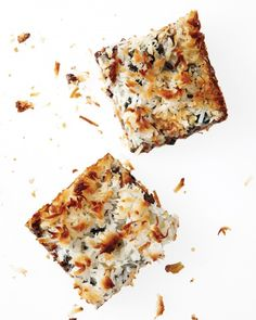 Looking for a winning treat that will delight a crowd? Everyday Food editor Sarah Carey makes gooey delicious bar cookies and gives you tips on how to minimize the mess.