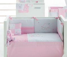 Conjunto de edredón, protector y cojín de la colección Osito Star en color rosa de Pirulos.