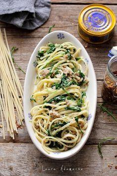 Paste cu ton si rucola, o reteta de paste italiene pentru pranz sau cina. Reteta de paste cu ton si rucola este foarte simplu de facut. Cum se fac pastele italiene cu ton Lotka si rucola.