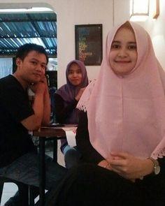 Night Friday from twins coffee shop, western gor purwodadi simpang 5  With @jiyeonerica @putrikurnia0302  #wisatagrobogan #dolanpurwodadi #pesonajateng #pesonapurwodadi #purwodadihits #visitindonesia #visitjateng #traveler #tourism #tongkrongan #photography #coffeeshop #cameraindonesia #like4like #like4follow #camera http://tipsrazzi.com/ipost/1508345792375996020/?code=BTuuIGxBr50
