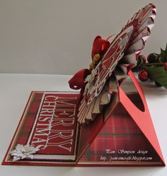 pamscrafts: Rosette Easel Christmas Card and tutorial. Fancy Fold Cards, Folded Cards, Alondra, Christmas Crafts, Christmas Ornaments, Paper Crafts, Diy Crafts, Cricut Cards, Easel Cards