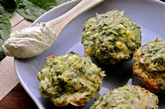 Spinatmuffins med feta, hytteost og pestoflødeost