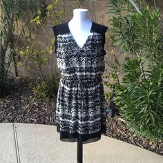 Adorable sun dress in a black and white Adorable sun dress in a black and white tribal design. Back slight capped sleeves makes this casual sundress unique. Cinched with a tie waist is faltering.  Lined. Knee length. En Focus Dresses