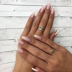 Faded french nails posts my life nails, alm Almond Shape Nails, Almond Acrylic Nails, Cute Acrylic Nails, Long Almond Nails, Almond Nail Art, White Almond Nails, Acrylic Gel, French Nails, French Manicure Nails