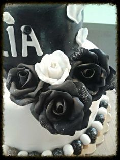 black&white Black White, Birthday Cake, Tasty, Desserts, Food, Birthday Cakes, Meal, Black And White, Deserts
